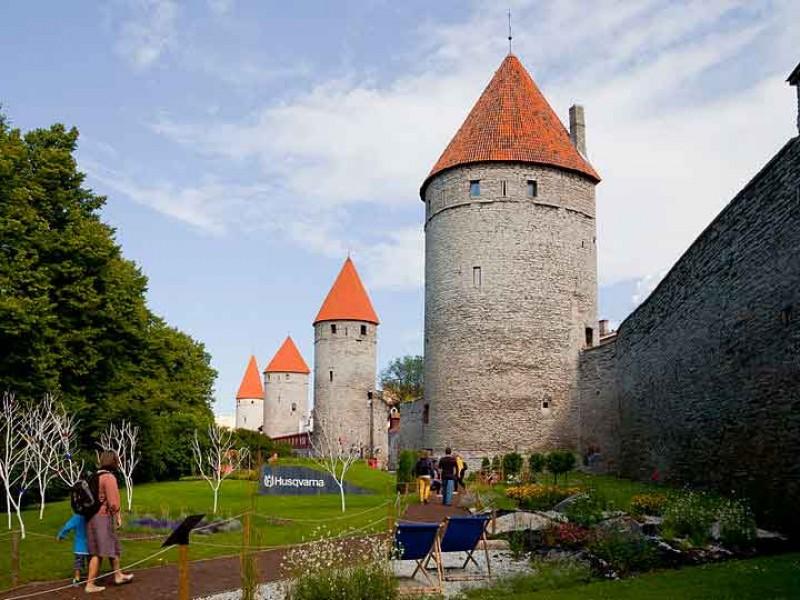 estonia_tallinn_wall